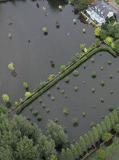 Marie Claire environment news: Flooding in Oxfordshire 2007