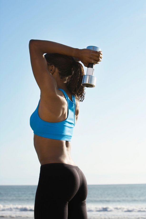 5 REASONS WHY WOMEN SHOULD LIFT WEIGHTS
