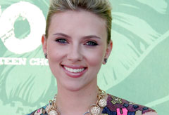 Marie Claire celebrity news: Scarlett Johansson at the Teen Choice Awards