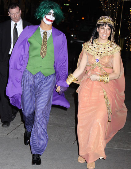 Jessica Seinfeld and Jesus Luz arrive at a fancy dress party