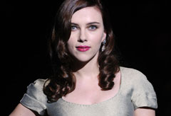 Scarlett Johansson-Milan Fashion Week-Dolce and Gabbana A/W 2009-Celebrity Photos-02 March 2009