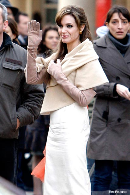 Angelina Jolie filming scenes for The Tourist in Paris - celebrity news