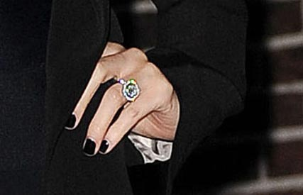 Nicole Richie engaged - flashes her enegagement ring