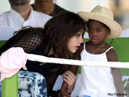 Madonna, Lourdes and Mercy in Malawi - Foundation brick laying - News - Marie Claire