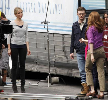 Cameron Diaz and Justin Timberlake on the set of Bad Teacher