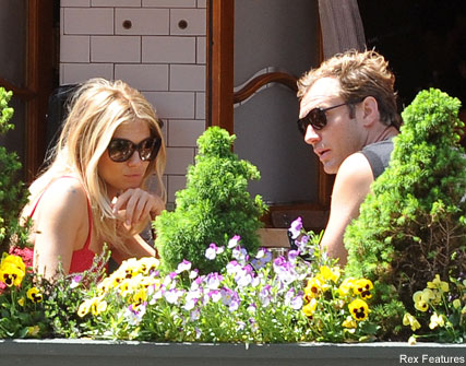 Sienna Miller and Jude Law - Sienna and Jude's romantic lunch date - Celebrity News - Marie Claire