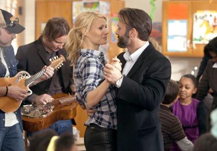 Gwyneth Paltrow - PICS! Gwyneth Paltrow and Leighton Meester in Country Strong - Celebrity News - Marie Claire