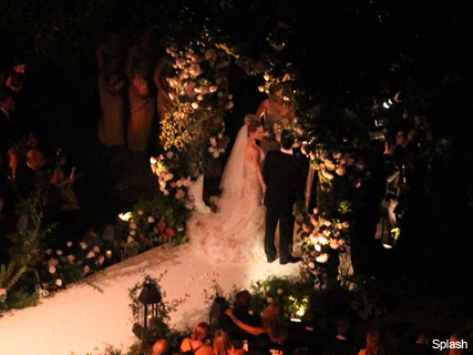 WEDDING PICS! Hilary Duff marries Mike Comrie - dress, bride, bridal, aisle, ceremony, see, pics, celebrity, news, actress, nuptials, gown, Marie Claire