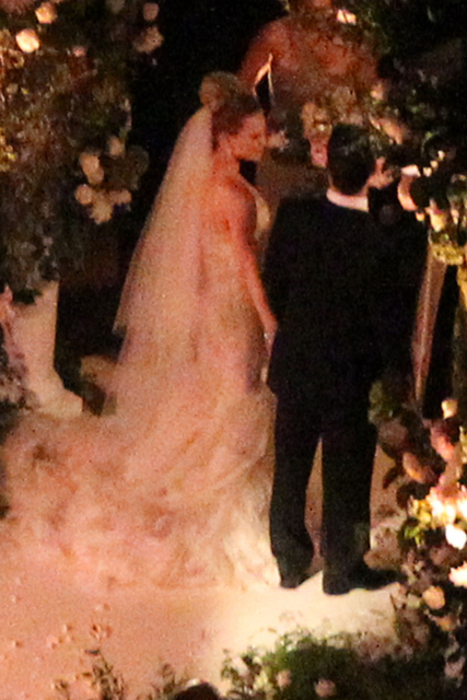Wedding Pics Hilary Duff Marries Mike Comrie Dress Bride Bridal Aisle