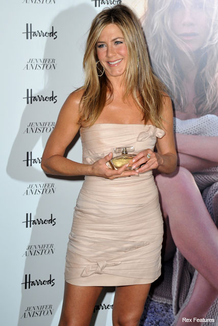 PICS! Jen Aniston launches fragrance in Harrods - Beauty, Celebrity, News, Jennifer Aniston, London, Marie Claire