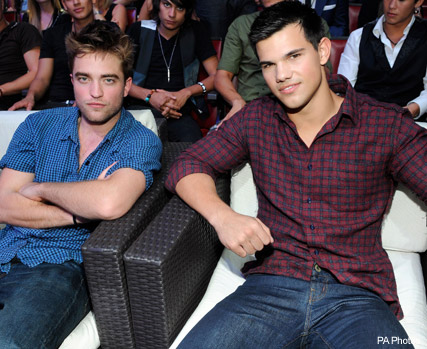 Robert Pattinson and Taylor Lautner- - Twilight wins big at Teen Choice Awards - Teen Choice Awards - Teen Choice Awards Winners - Taylor Lautner - Twilight - Eclipse - Breaking Dawn - Kristen Stewart - Robert Pattinson and Kristen Stewart - Celebrity New