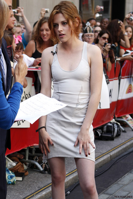 Kristen Stewart - Kristen Stewart to ban photos with fans - Celebrity News - Marie Claire