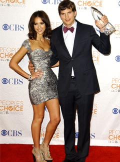 Jessica Alba and Ashton Kutcher at the 2010 People's Choice Awards