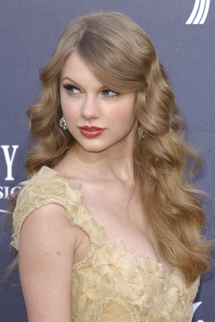 Taylor Swift at the Country Music Awards 2011