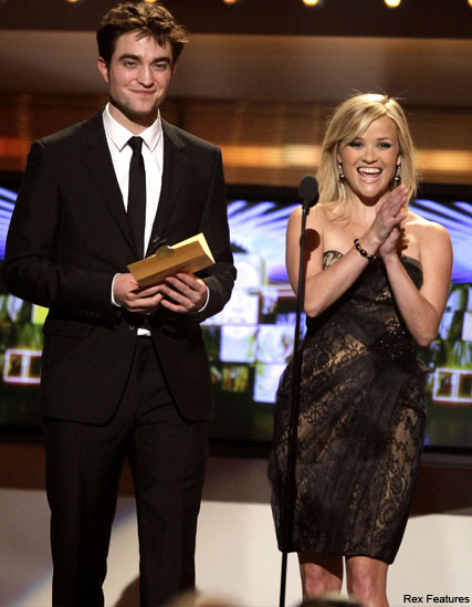 Robert Pattinson Reese Witherspoon - Reese Witherspoon and Robert Pattinson dazzle at CMAs - Robert Pattinson - Reese Witherspoon - Water for Elephants - Marie Clarie - Marie Clarie UK