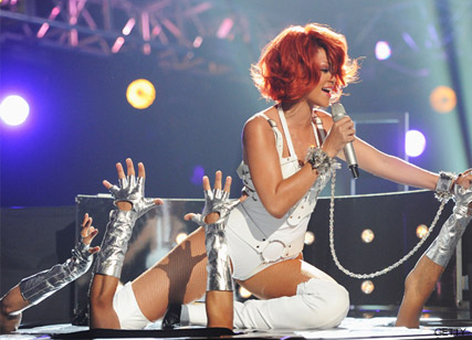 Rihanna - WATCH! Rihanna and Britney?s red hot Billboard performance - Britney Spears - Rihanna - Billboard Music Awards - Marei Claire - Marie CLaire UK