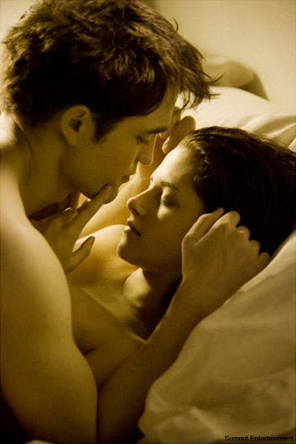 Robert Pattinson Kristen Stewart - Breaking Dawn - Twilight Breaking Dawn - Breaking Dawn Pictures - Kristen Stewart - Robert Pattinson and Kristen Stewart - Rob and Kristen - Rob Pattinson - Robert Pattinson Golden Globes - Marie Claire