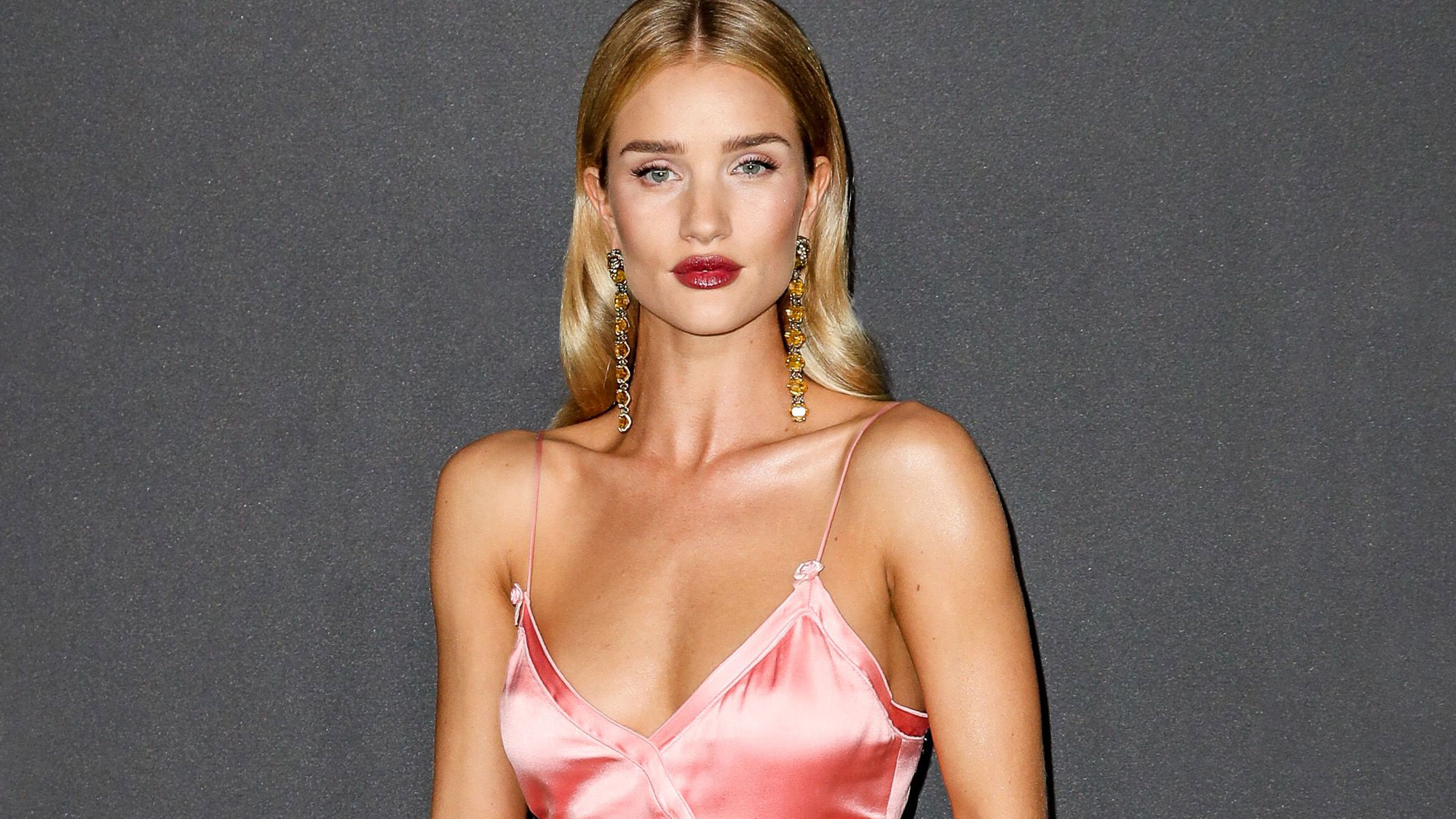 rosie huntington whiteley her most stylish moments. Black Bedroom Furniture Sets. Home Design Ideas