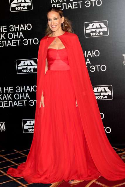 sarah jessica parker - sjp - fashion - giambattista valli - couture - red dress - cape - i dont know how she does it