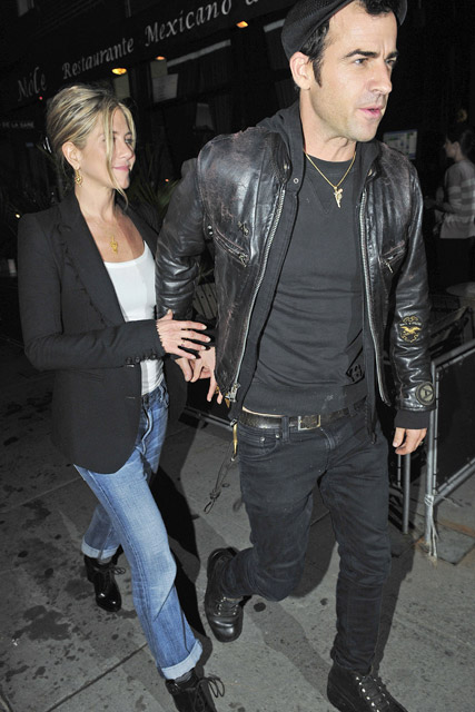 Jennifer Aniston & Justin Theroux - Jennifer Aniston & Justin Theroux - Brad Pitt - Brad Pitt & Jen Aniston?s near miss movie night - Marie Claire - Marie Claire UK