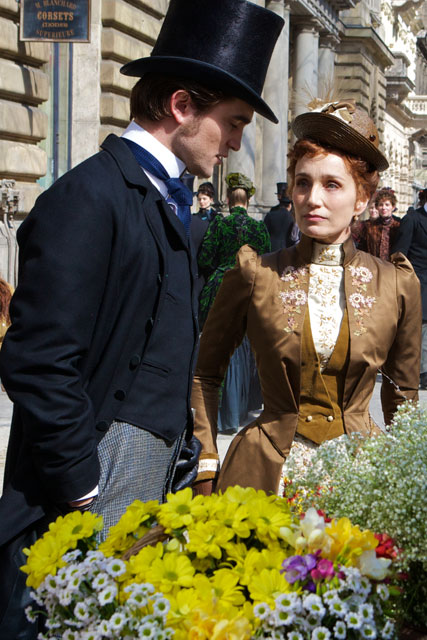 FIRST LOOK! New pics of Robert Pattinson in Bel Ami