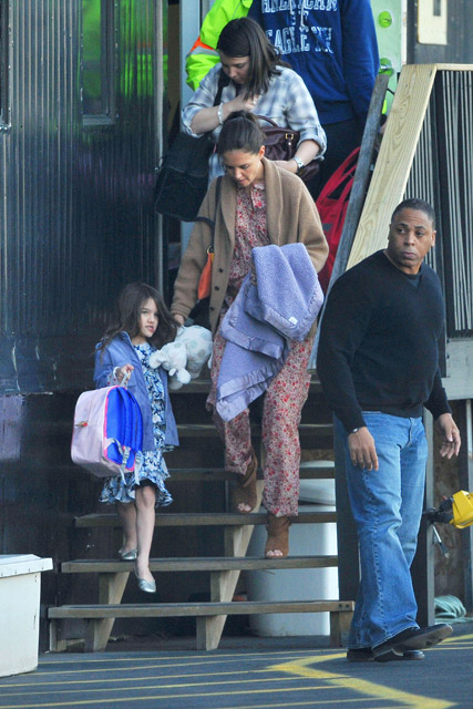 Katie Holmes & Suri Cruise - Katie Holmes & Suri Cruise head out of New York by Helicopter - Katie Homles - Suri Cruise - Marie Claire - Marie Claire Uk