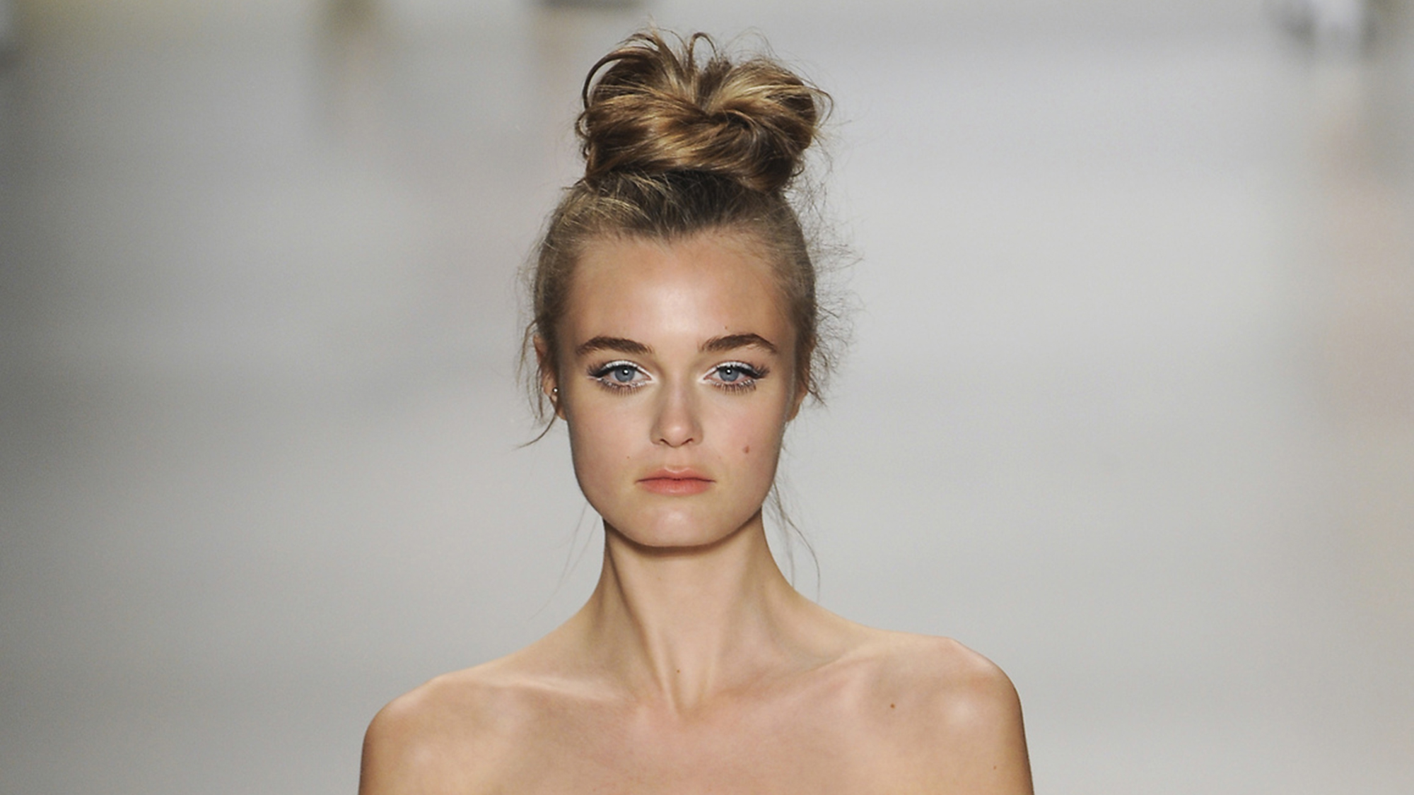Top Knot Hairstyles Best Knots Every Occassion