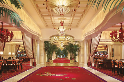 Based On The Northern Tip Of Famous Strip Wynn Boasts A Total 2063 Rooms 630 Suites Executive Parlor And Salon 24 Apartments 18 Villas