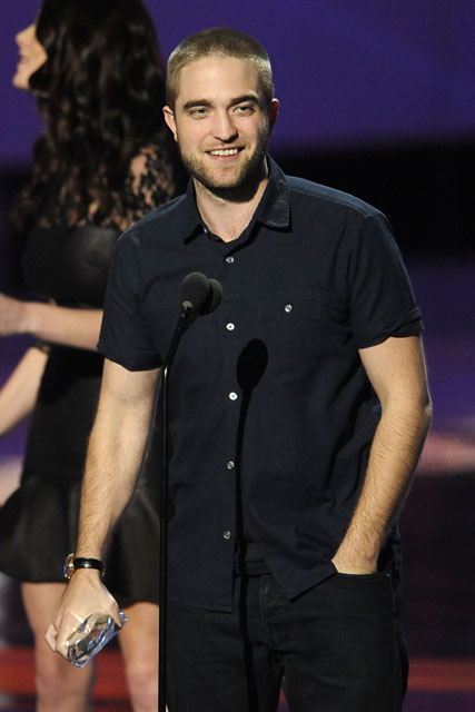 Robert Pattinson, Robert Pattinson films, Robert Pattinson movies, Robert Pattinson Twilight, Robert Pattinson and Kristen Stewart, Robert Pattinson awards, Robert Pattinson hair, People's choice awards, Twilight, Twilight saga, Water for elephants, water for elephants film, Robert Pattinson and Reese Witherspoon