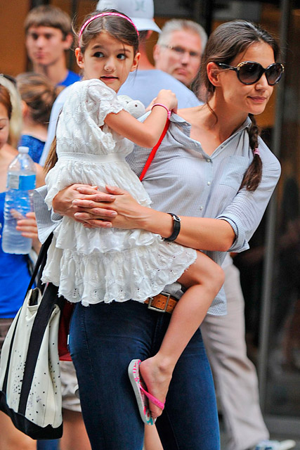 Suri reunites with Katie Holmes after weekend with Tom Cruise