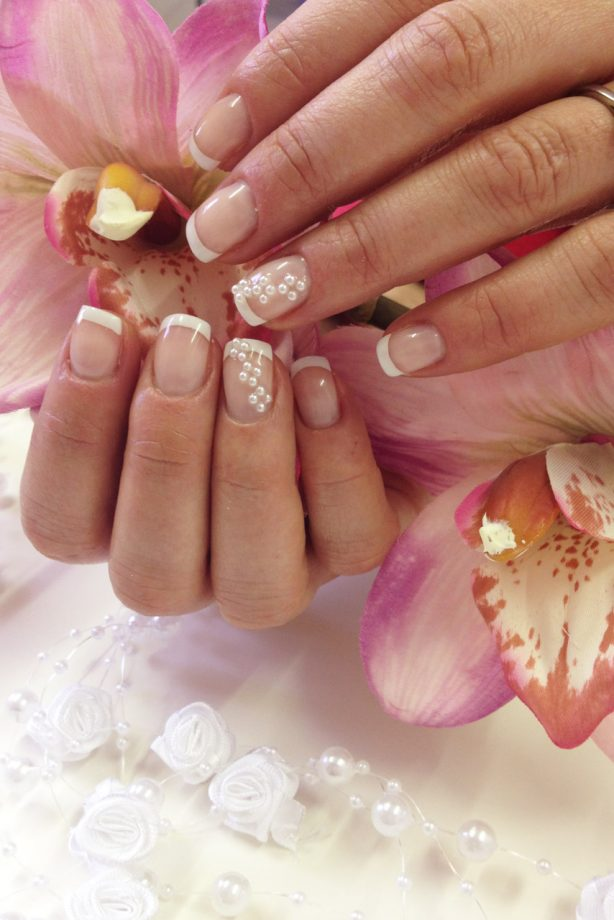 Wedding nail art - pearly queen