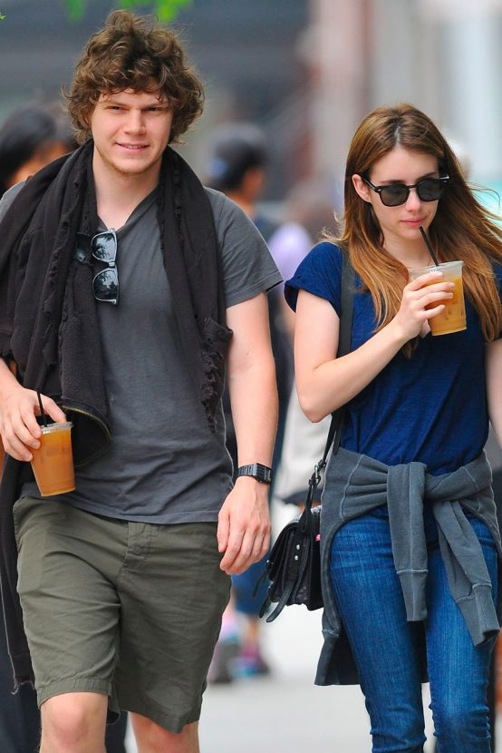 http://ksassets.timeincuk.net/wp/uploads/sites/46/2013/07/emma-roberts-evan-peters-garticle-2-554x830.jpg