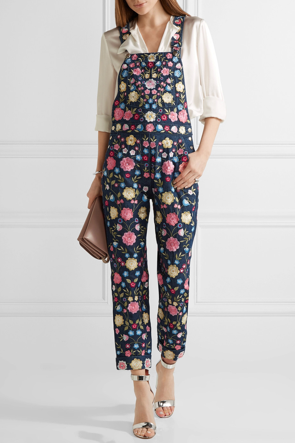 97637b5a2be06 How To Wear Dungarees