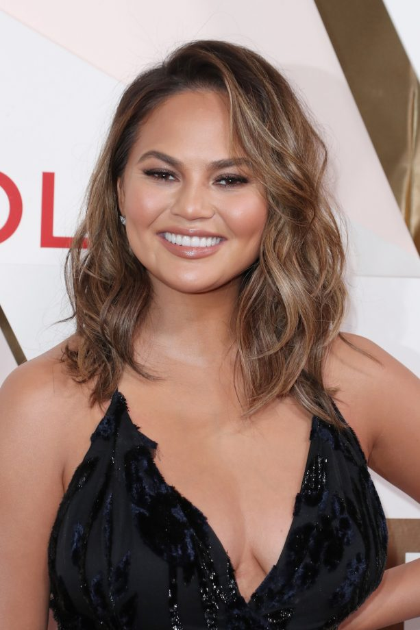 Hairstyles For Round Faces 2019 Chrissy Teigen