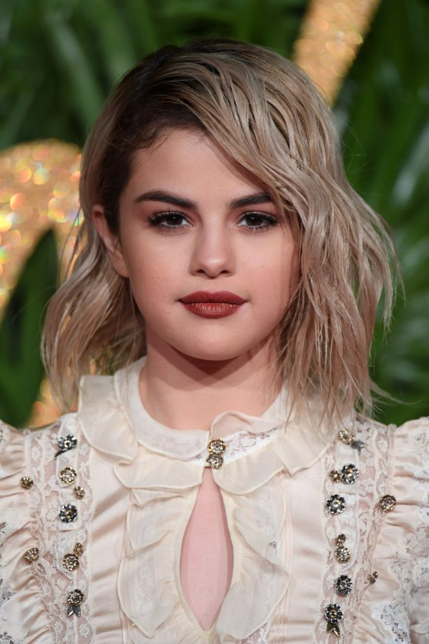 Hairstyles For Round Faces Selena Gomez