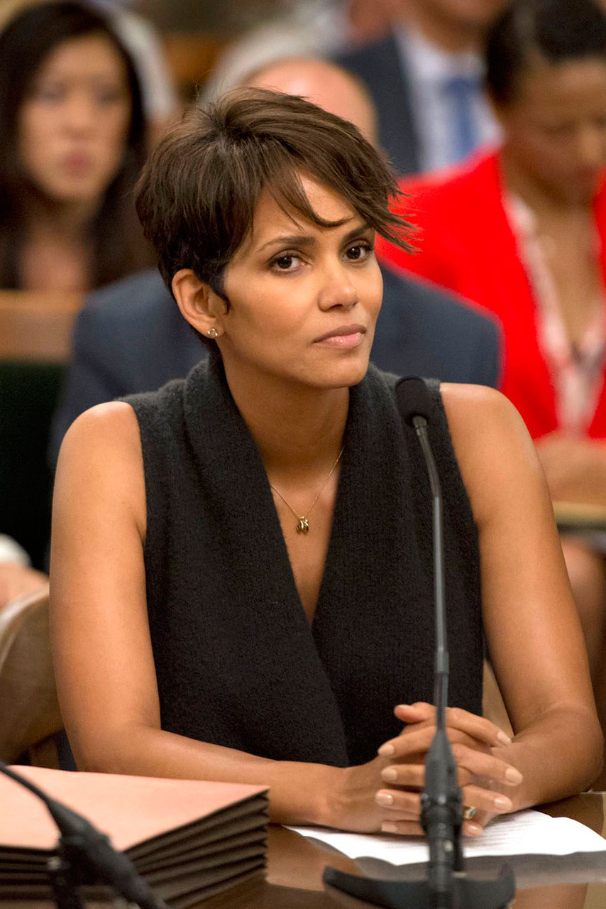 Halle Berry Fights For Harassment Law Against Paparazzi