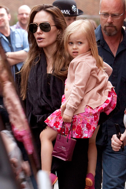 Angelina Jolie S Daughter Vivienne Paid 3 000 A Week For