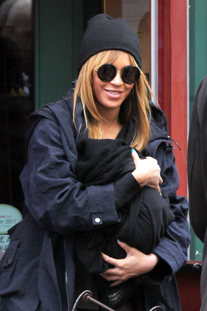 Beyonce, Beyonce baby, Beyonce Jay Z, Beyonce Blue Ivy, Blue Ivy Crater, celebrity babies, Beyonce with Blue Ivy, Beyonce pictures, Blue Ivy pictures, Jay Z, Jay Z and Beyonce child