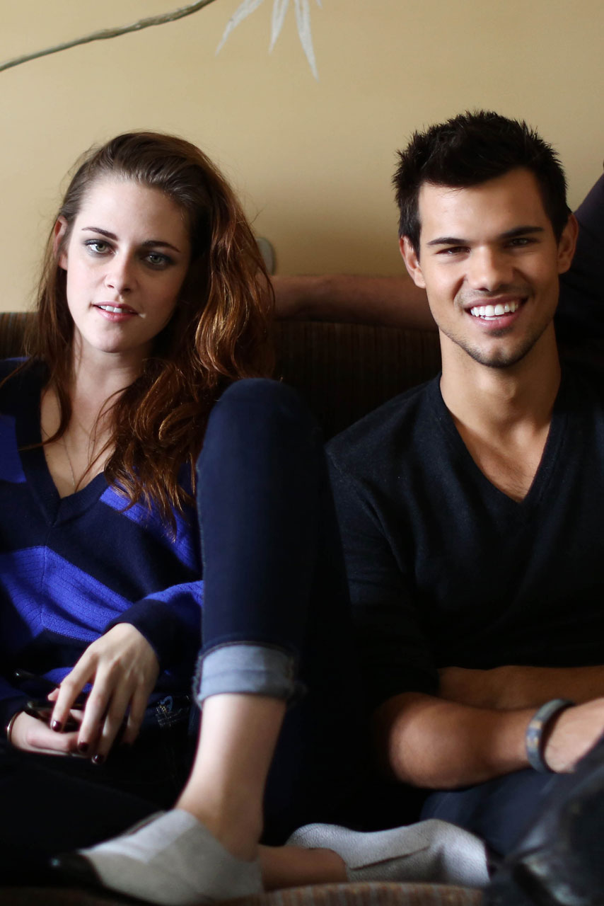 Kristen Stewart and Ta... Taylor Lautner Girlfriend