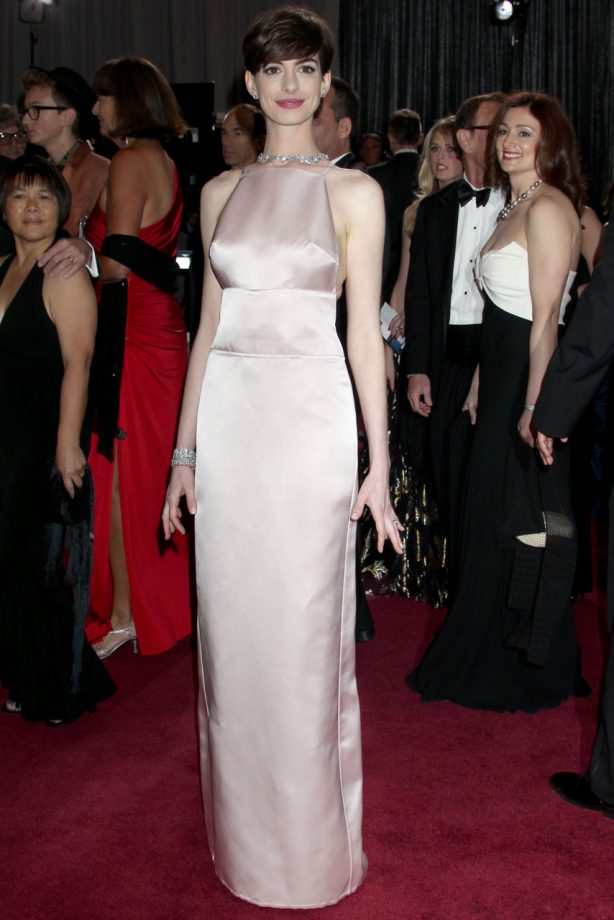 Anne Hathaway releases statement explaining her Prada Oscar dress ...