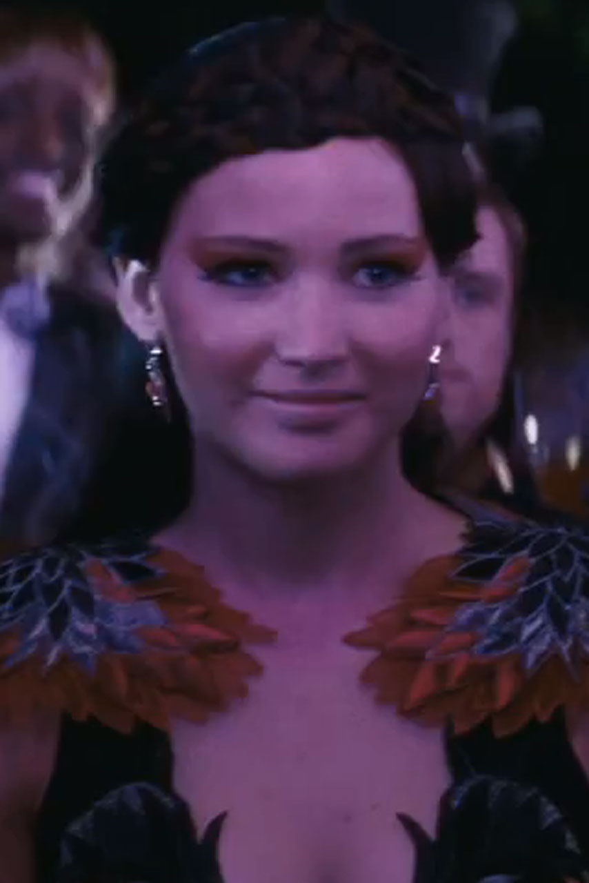 jennifer lawrence stuns in hunger games catching fire trailer