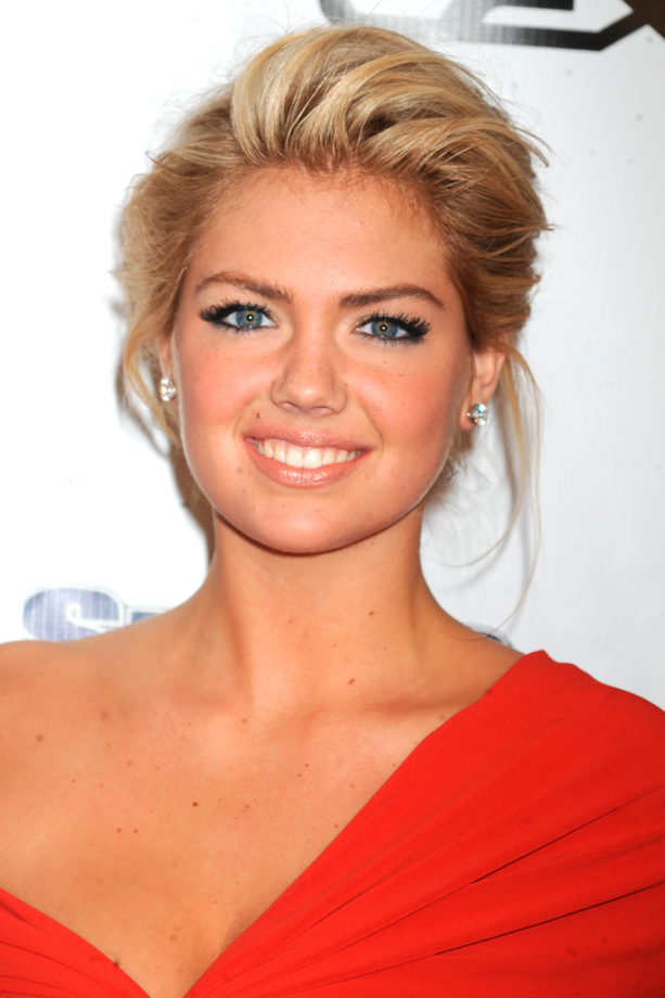 Kate Upton The 7 Hairstyles Of The Queen Of The Updo