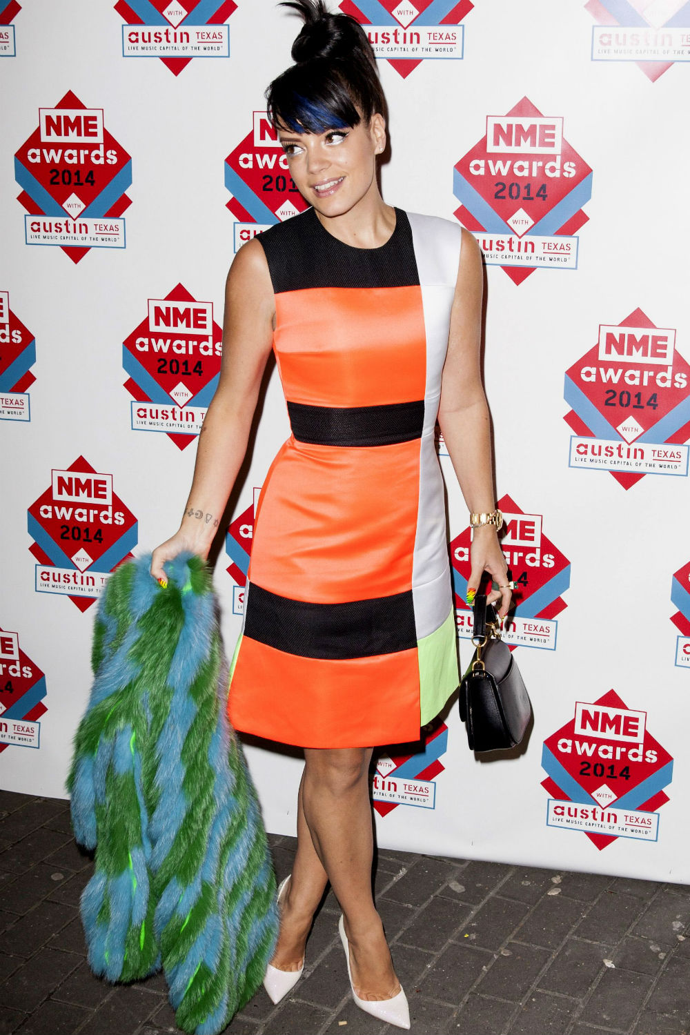 Lily Allen Brings A Splash Of Colour To The NME Awards
