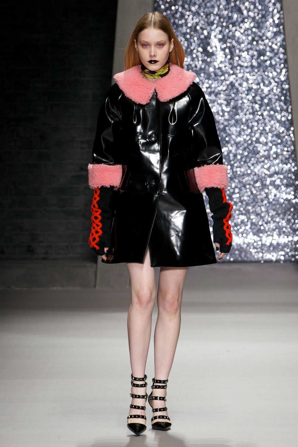Barbie Meets Blade Runner At Ashley Williams' AW15 Show Barbie Meets Blade Runner At Ashley Williams' AW15 Show new foto