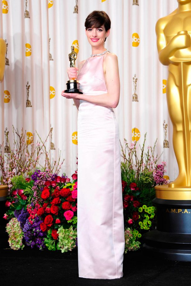 Anne Hathaway at the Oscars 2013