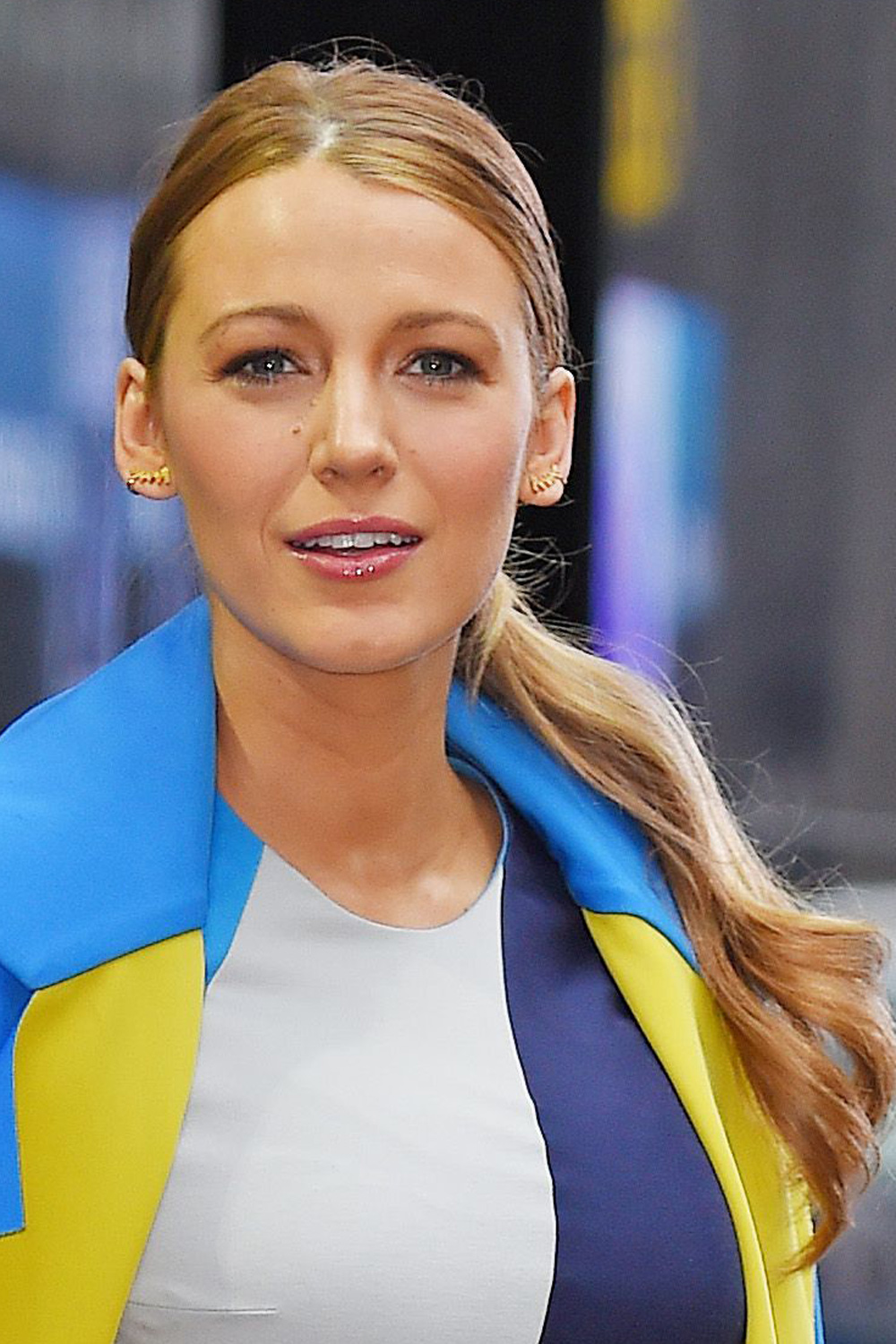 style icon blake lively works 10 different outfits and hairstyles
