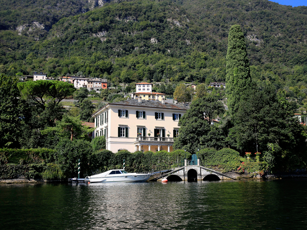 George and amal clooney have made it illegal for you to go for Lake house in italian