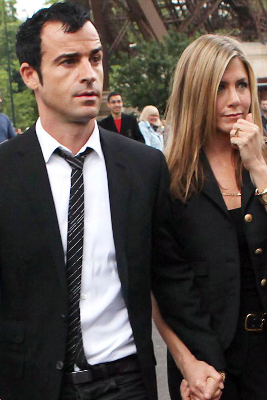 Jennifer Aniston Invites Brad Pitts Mum To Her Wedding And Flashes Huge Engagement Ring