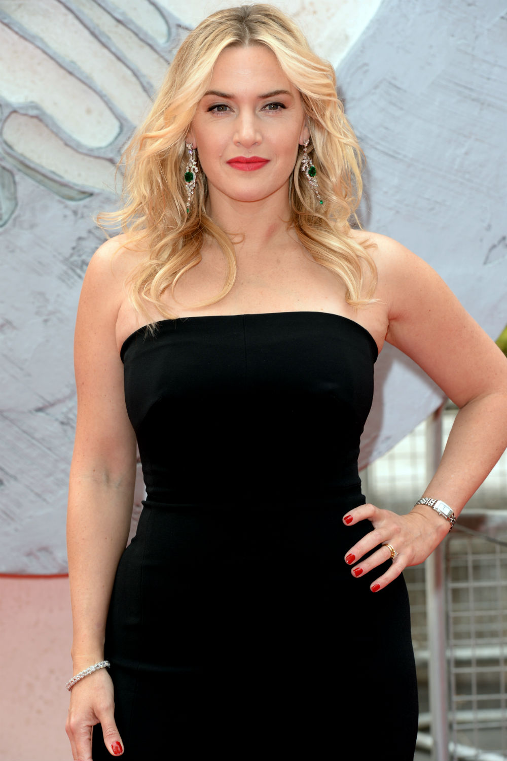 kate winslet says naked titanic picture still haunts her