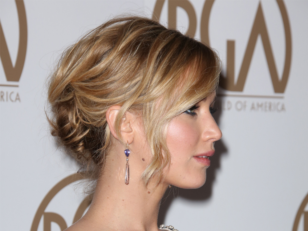 How to do a messy bun the marie claire tutorial messy buns are a favourite style of some of our red carpet icons queens of the messy bun include jessica alba sienna miller hilary duff urmus Gallery